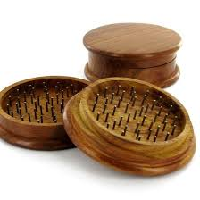 This Round Wood 2pc Grinder has rounded teeth to tear apart materials without destroying them. Made from polished wood with magnetic closure, this grinder measures 3 inches in diameter