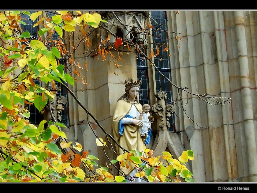 Pfarrkirche St. Marien Dudweiler Herbst