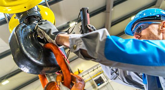 rigger doing repair at hercules slr