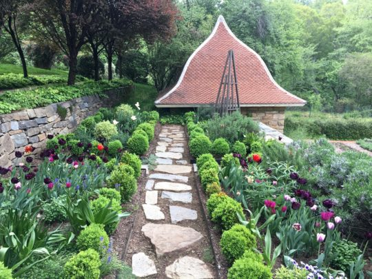 Nothing Beats A Spring Day In the Gardens At DC\'s Dumbarton Oaks ...