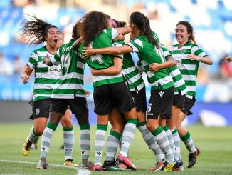 Sporting CP celebrate a goal against MTK Budapest in the 2017 UEFA Women's Champions League.
