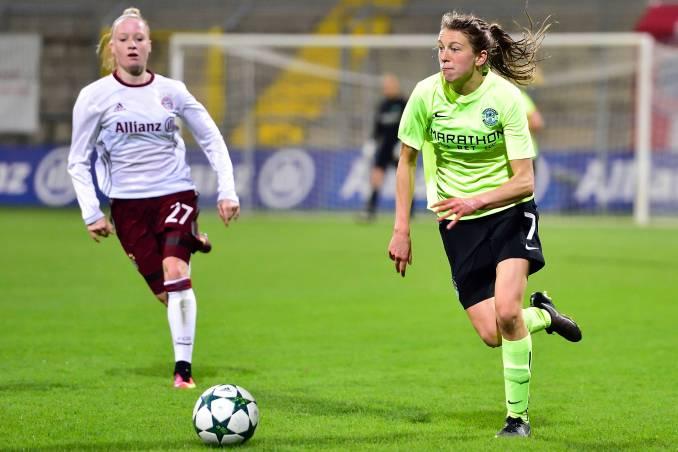FC Bayern Munich's Anna Gerhardt and Hibernian FC's Lizzie Arnot.