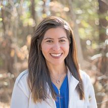 Dr. Lindsay Moses headshot