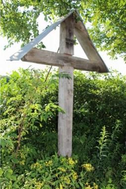 Bild 8: Wegekreuz an der Halbeswiger Linde