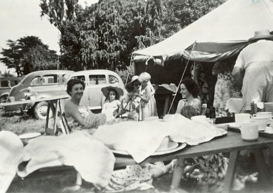 Moera Gospel Hall Sunday School picnic at Hutt Park, 1956 (http://bit.ly/2oEINSw)