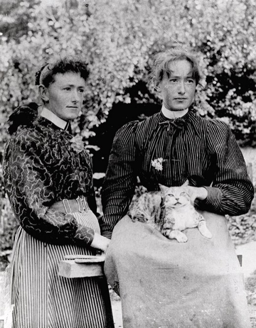 Mary and Jane Mason, c1890s (http://bit.ly/2kOrbhL)