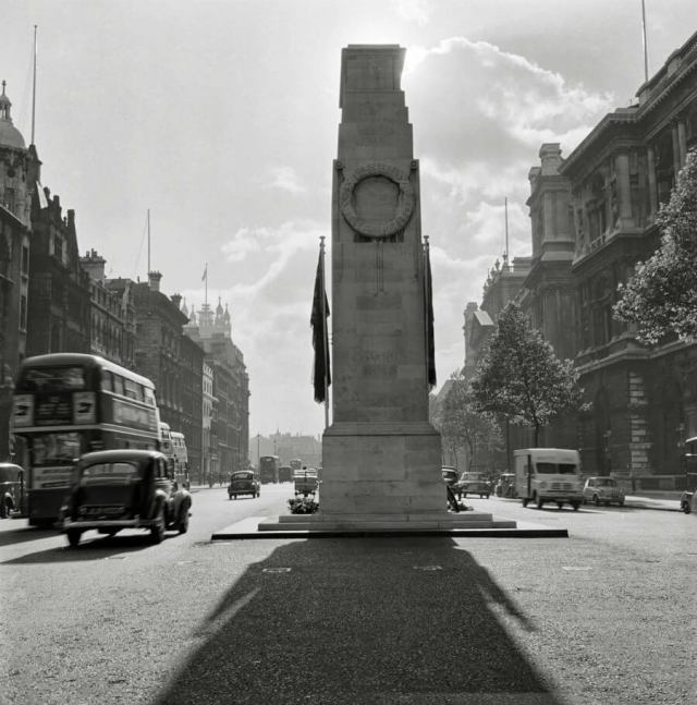Cenotaph and traffic