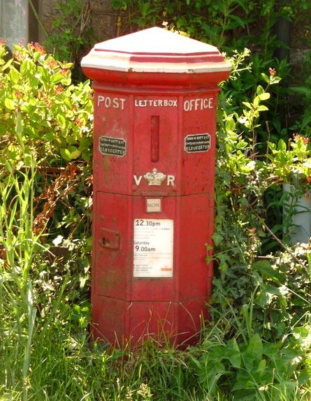 Holwell post box