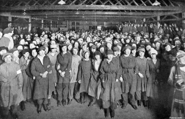mun-5-155-armistice-celebrations-1918-barnbow