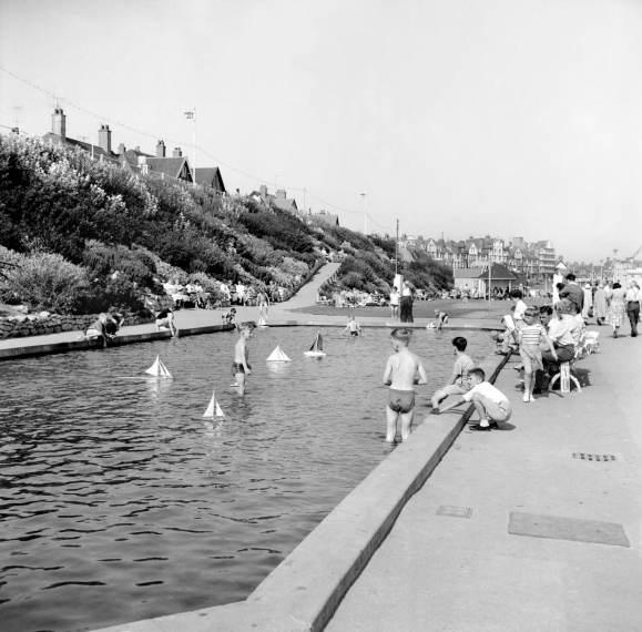 9 AA99_00311 paddling pool bridlington hallam ahsley 1959