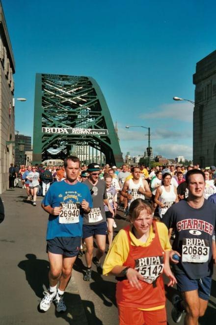 Tyne_Bridge_(south_approach)_(2001)_(geograph_2145501)