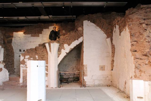 View of the staircase and small chamber 2017 (Javerya Iqbal) -®HistoricEngland