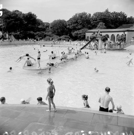 Bathers in open air pool, Northstead Lido, Scarborough North Yorkshire 1950-59 c Historic England