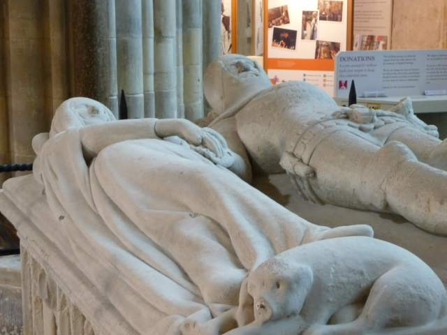 Arundel_Tomb_at_Chichester_Cathedral_(2)