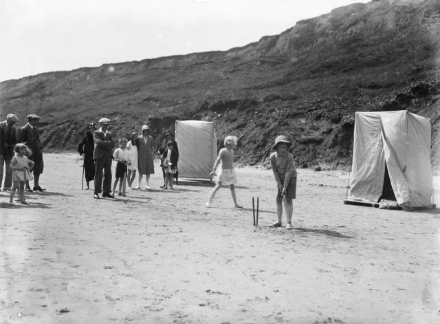 Children playing cricket on the beach at Filey, 1930 © Historic England Archive. Ref: WSA01/01/G0584