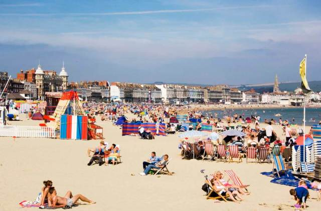 A hot, sunny day at Weymouth Beach © Historic England Archive DP054532