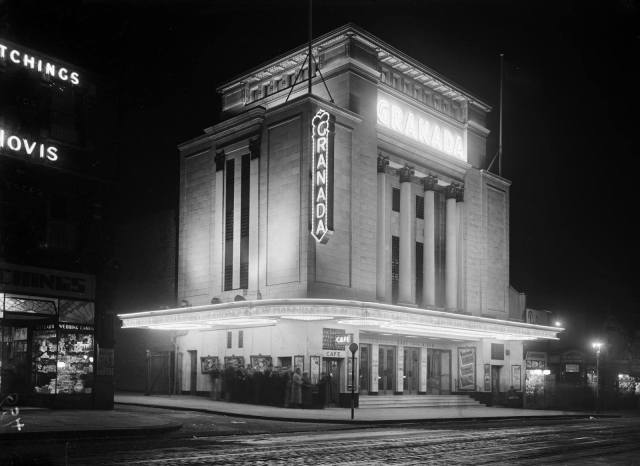 The original Granada Cinema in Wandsworth, London, 1930 - 1939 © Historic England Archive BB87 02905