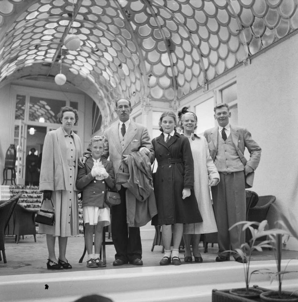 Laing staff and families posing at the Victoria Pavilion