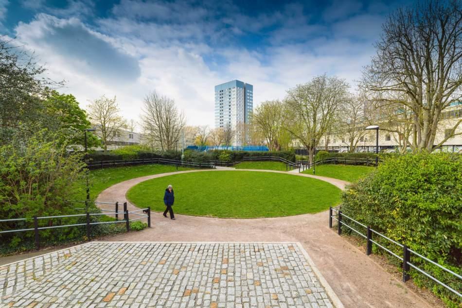 The circular lawn at Alexandra Road estate, Camden, London © Historic England Archive DP251043