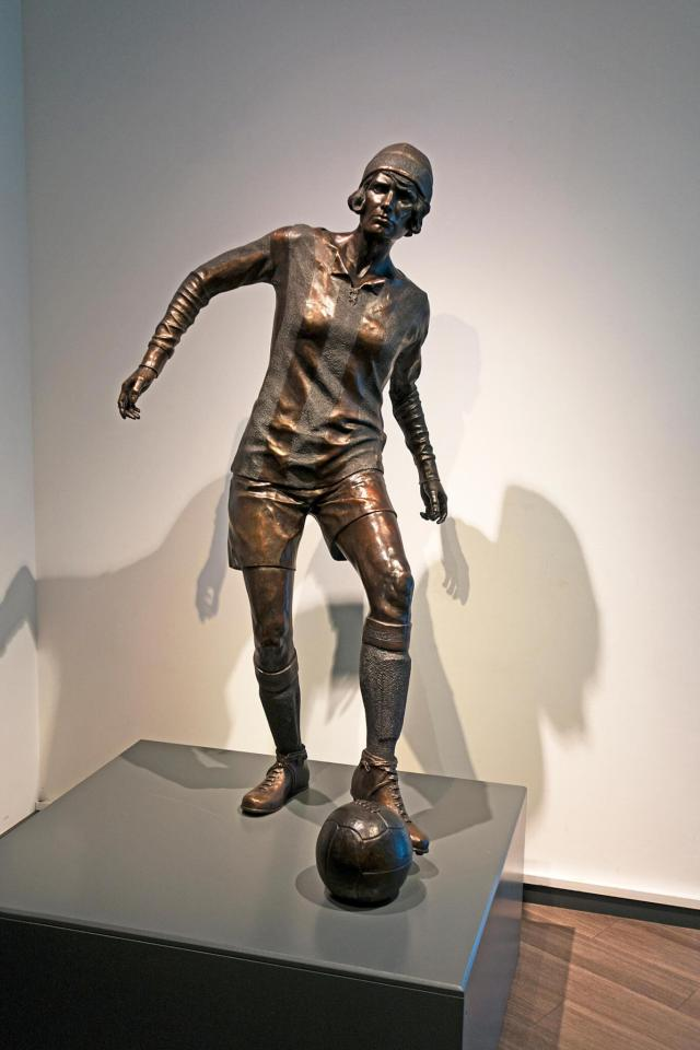 Bronze statue in the National Football Museum, Manchester, of footballer Lily Parr from St. Helens, Lancashire © Kevin Britland / Alamy Stock Photo