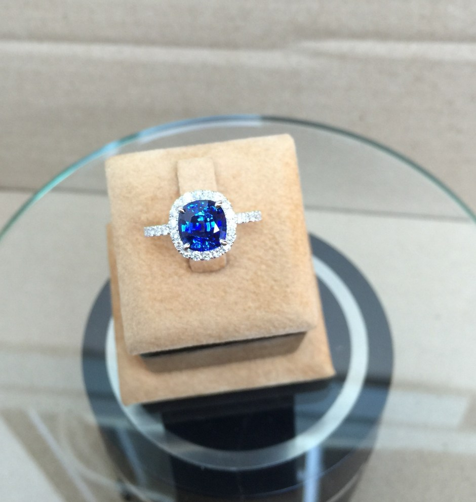 Brillant Unheat Blue Sapphire Ring Singapore