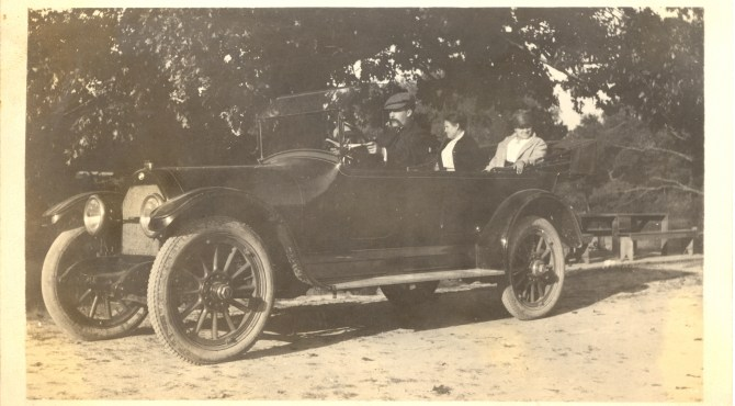 Travel Tuesday: The Lee Family Automobile