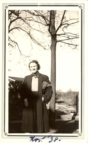 Mabel Mulhollen is written on the back, Nov. '28 [1928] on the front.