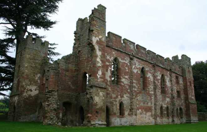Acton Burnell Castle, Shropshire, England. Wikipedia, by A. R. Yeo (MortimerCat). Creative Commons License 2.5.