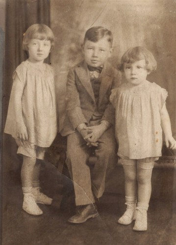 1920s- from left, Phyllis Sigler, Victor Sigler, and June Sigler. (Click to enlarge.)
