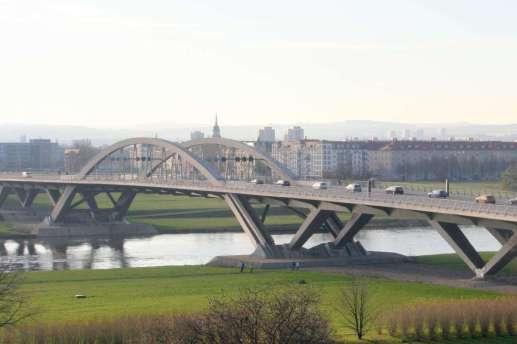 Waldschlösschenbrücke im Dresdner Elbtal (Autor & Copyright: Stefan Simon)
