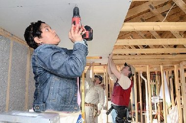 habitat volunteers syracuse ny