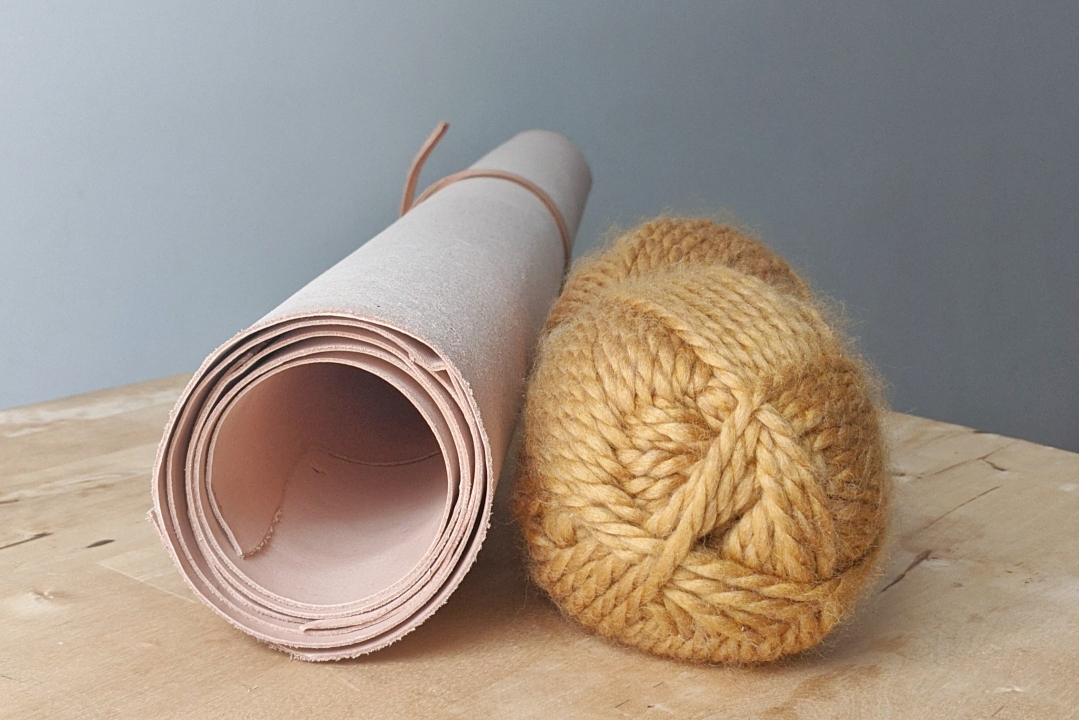 Yarn and vevg tan leather