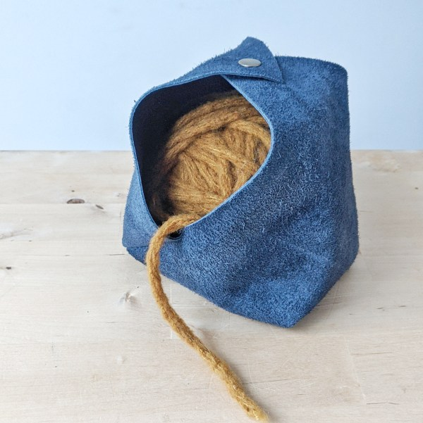 Leather Yarn Bowl Closed Sapphire