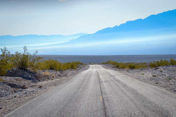 Scenic Drive in Death Valley National Park | The Adventurer's Guide to a weekend camping in Death Valley National Park. Located in the state of California, in the United States. My guide covers road trips, photography, best hikes, and what to do in Death Valley National Park. | Her Life Adventures | #deathvalley #traveldestinations #travelideas #northamericatravel #traveltips #usdestinations #travelhacks #travelguide #adventuretravel #roadtrip #nationalpark #nationalparkroadtrip #travelpacking