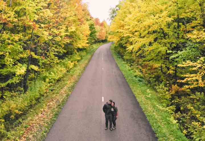 Michigan Fall Foliage- The best scenic fall drives in Michigan.   Her Life Adventures   #fall #drive #michigan #foliage #scenic #upperpeninsula #michigantravel #traveldestinations #vacation #roadtrip #wheretogo
