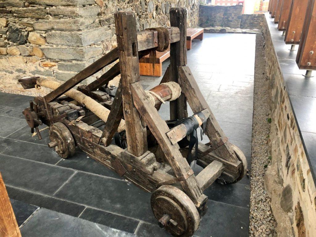 A recreated catapult at Castillo de los Templarios | Her Life in Ruins