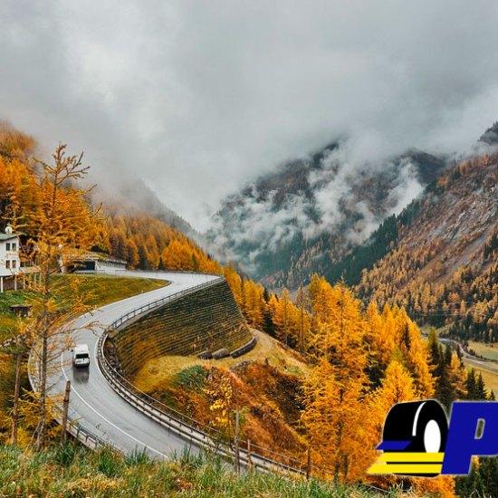 Condiciones de la carretera en otoño