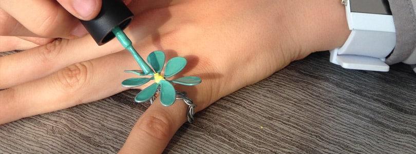 customisation bijoux avec verni à ongles