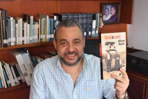 "Hernán Urbina Joiro acompaña a William Ospina a presentar ""Guayacanal"""