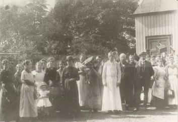 Amtmann Karl Berkermann (vorne zweiter Mann von rechts) besucht die Kriegsküche in Eickel, Sommer 1915