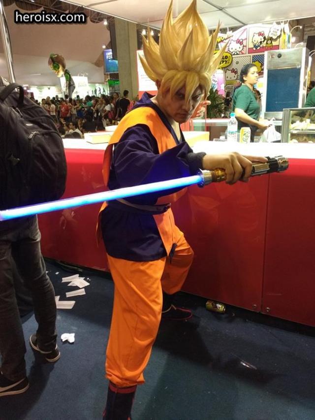 Goku Supersaiyajin com sabre-de-luz!