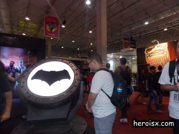 Heroi X CCXP Batsinal esperando Batman