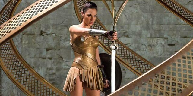 Mulher Maravilha Gal Gadot matadora de deuses