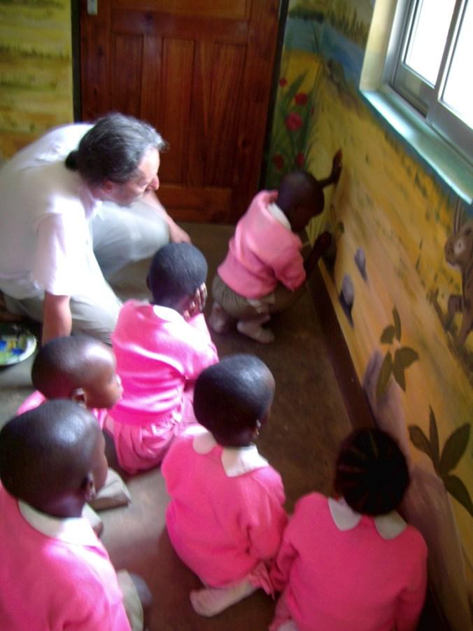 Wandmalerei in einem Montessori-Ausbildungskindergarten