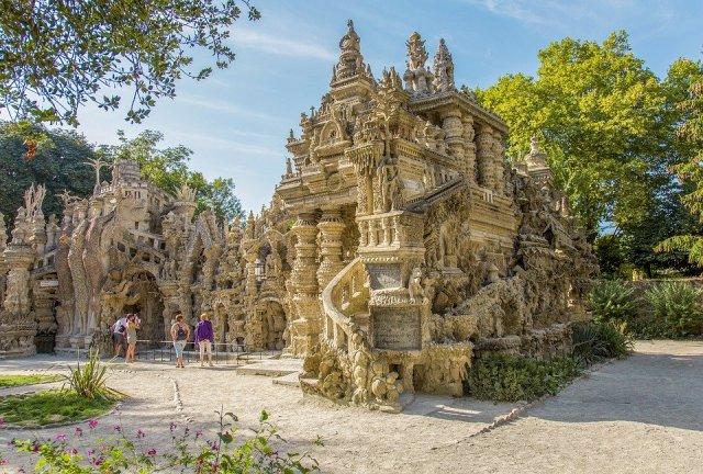 Site incontournable de la Drôme provençale, le palais idéal du facteur Cheval