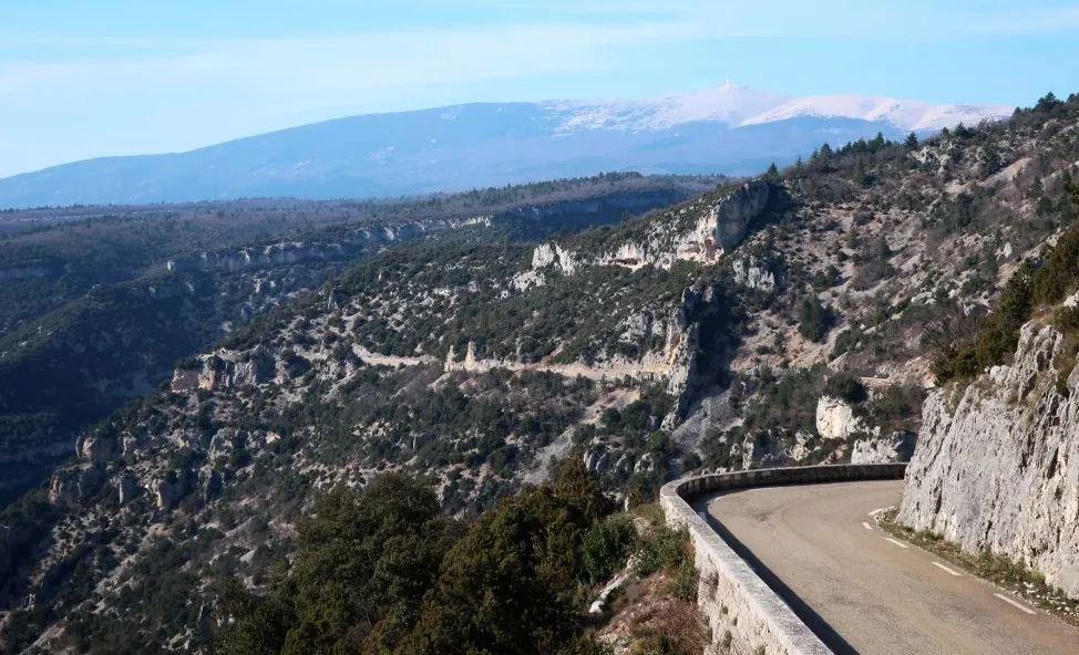 Les gorges de la Nesque et le Mont Ventoux