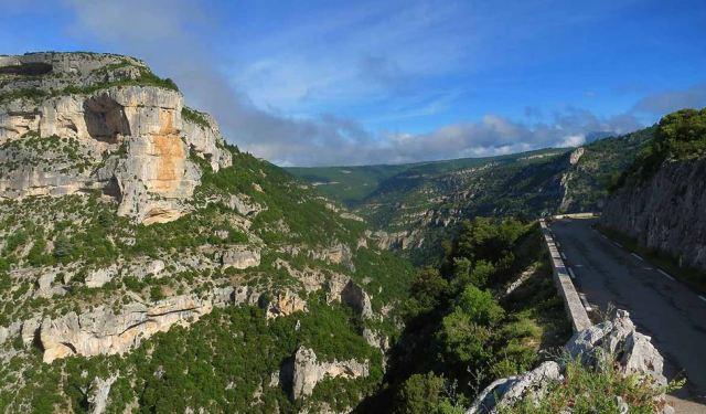 Les gorges. Vue du belvédère de Castellaras