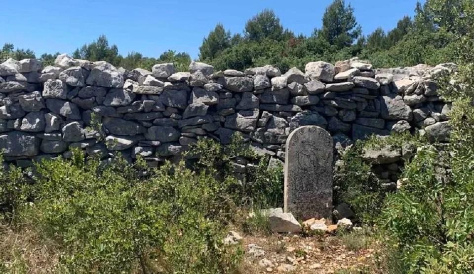 mur de la peste et randonnée dans les Monts du Vaucluse