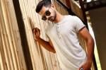 Le col tunisien, T-shirt vintage du vestiaire de l'homme tendance