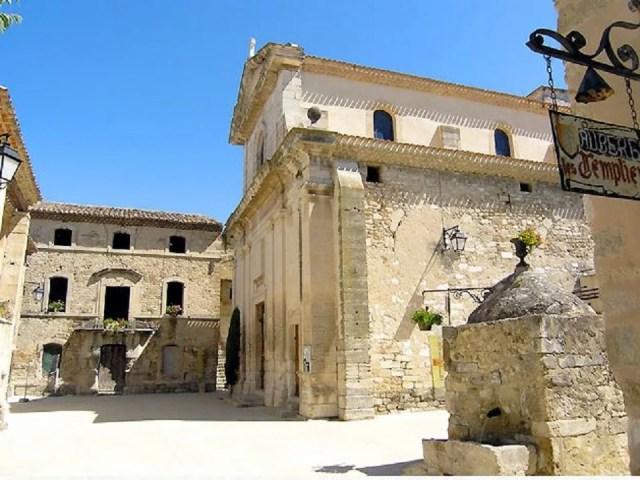 Église de Richerenches et le puits templier